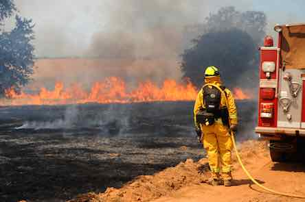 Controlled CA blaze creates windbreak against wildfire